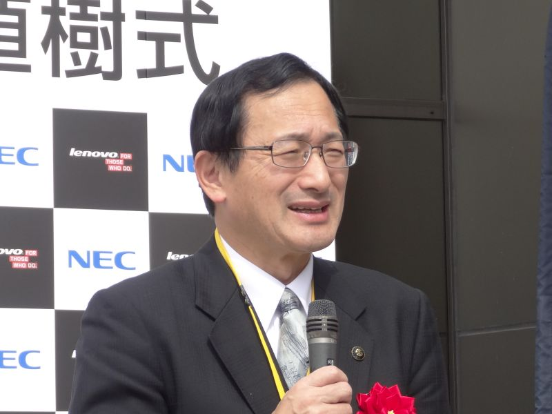祝辞を述べた阿部三十郎 米沢市長