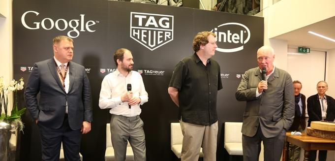 左からTag Heuer ゼネラルマネージャーのガイ・シーモン氏、Android Wearエンジニアリング・ディレクターのデビッド・シングルトン氏、Intel副社長兼ニューデバイス事業本部長のマイク・ベル氏、Tag Heuer CEOのジャン=クロード・ビバー氏
