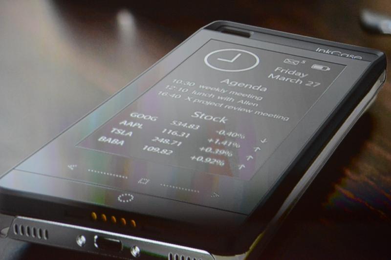 E-Inkを使ったスクリーンを持つバックカバー。低い電力で常時情報表示を可能にする