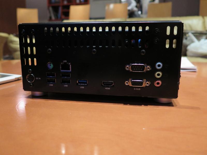 ADIVA K10の背面インターフェイス