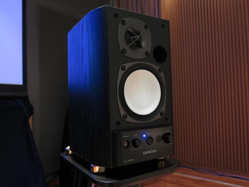 ADIVA K10のスピーカー付きモデルはオンキヨーのGX-500HD(B)を採用する