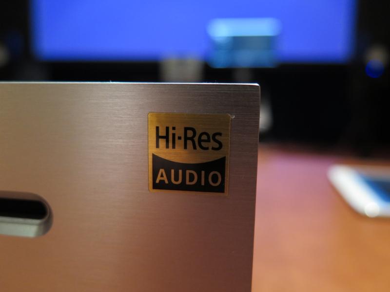 製品に貼られるハイレゾ認定のロゴ
