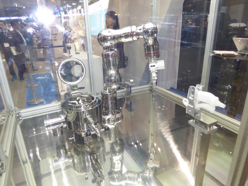 川崎重工業医療向けオールステンレスロボット