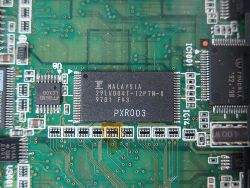 富士通製の「29LV004T-12PTN-X」。データシートが見つからなかったが、BIOSを格納したフラッシュメモリと見られる
