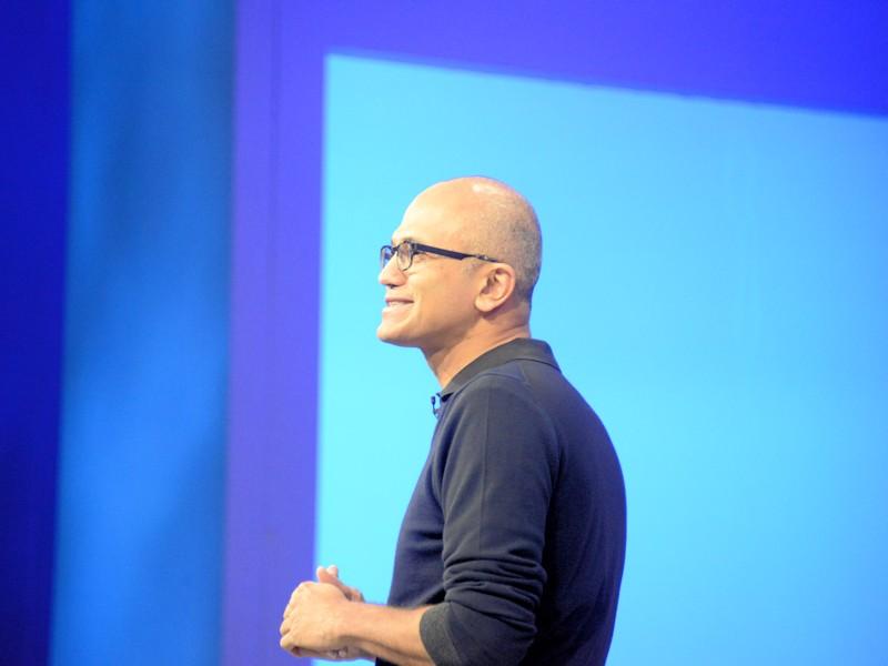 いつもの通りカジュアルな出で立ちで登場したMicrosoft CEO Satiya Nadella 氏