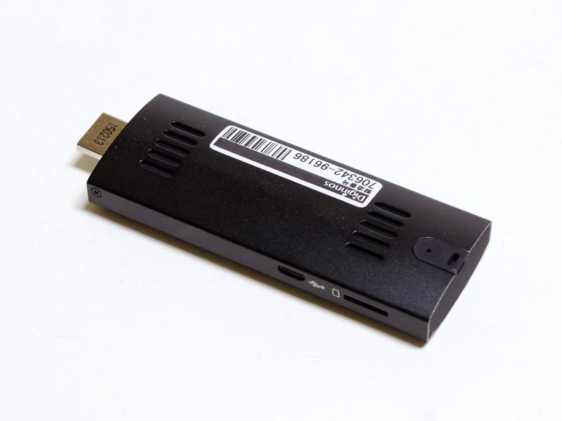 反対側にも空調用のスリットが2カ所。またPower LEDがある。左側面にはmicroSDカードスロットとMicro USB