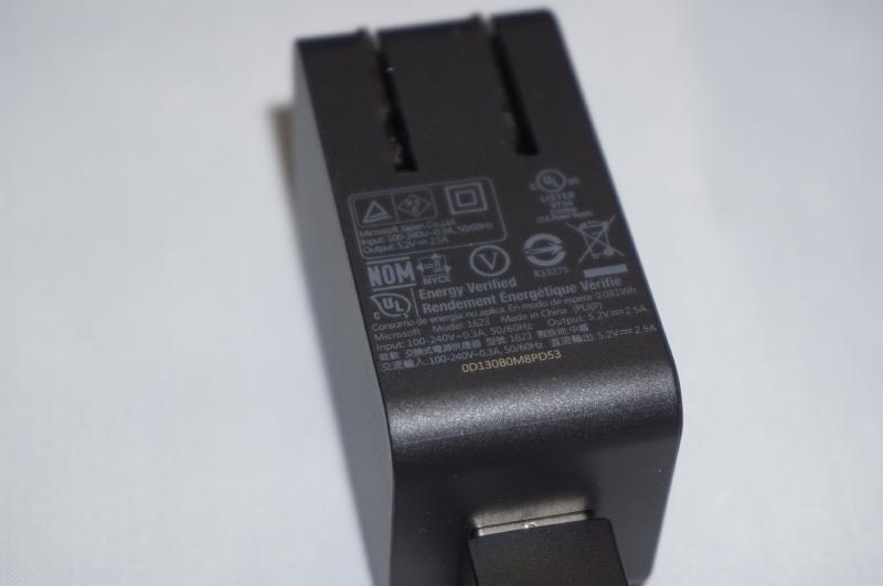 付属のUSB ACアダプタ、5.2V