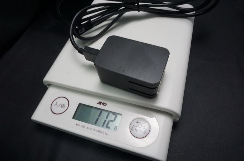 ACアダプタの重量は112g