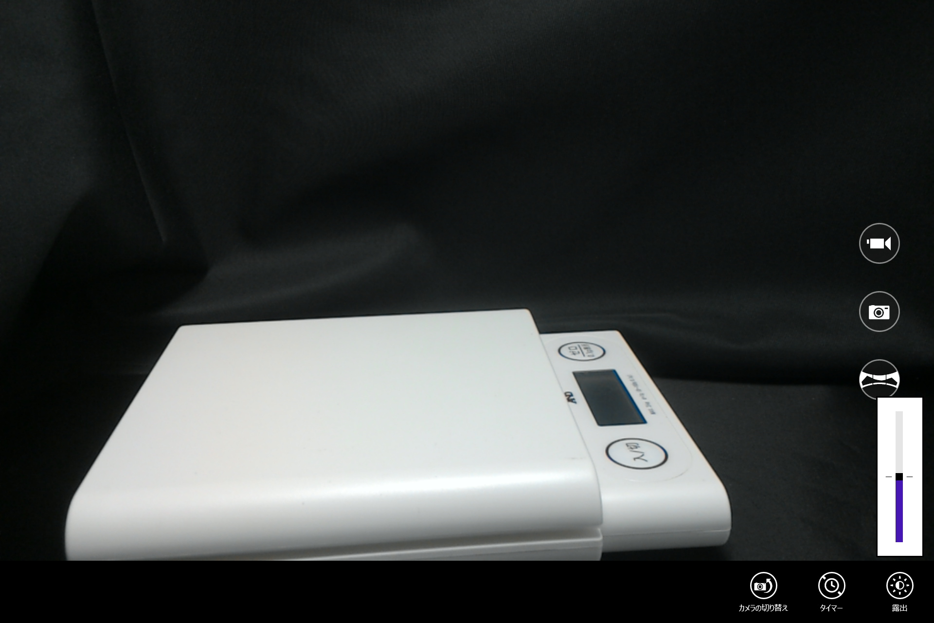 標準のカメラアプリでは調整できるのは露出ぐらいであとはフルオートになる