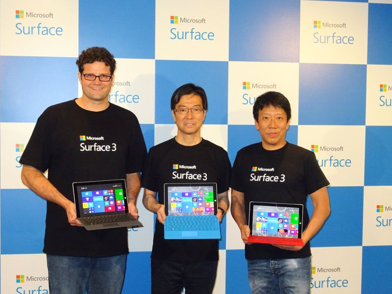 左から米Microsoftのブライアン・ホール氏、日本マイクロソフトの樋口泰行氏、ソフトバンクモバイル専務取締役のエリック・ガン氏
