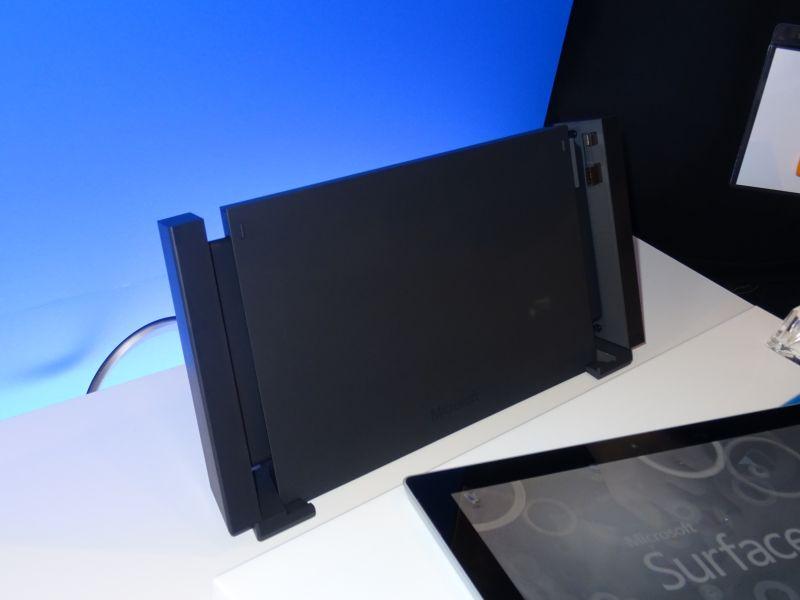 ドッキングステーション。Surface 3を挟み込む