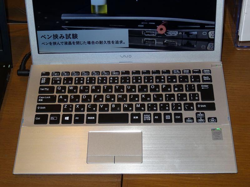 キーボードはVAIO Zと同じものになり、タッチパッドは独立ボタン式へと変化