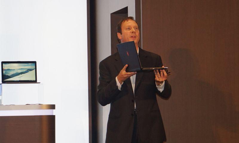 Iris Pro Graphics 6200を搭載したMSIのゲーミングノートを紹介するカーク・スコーゲン氏
