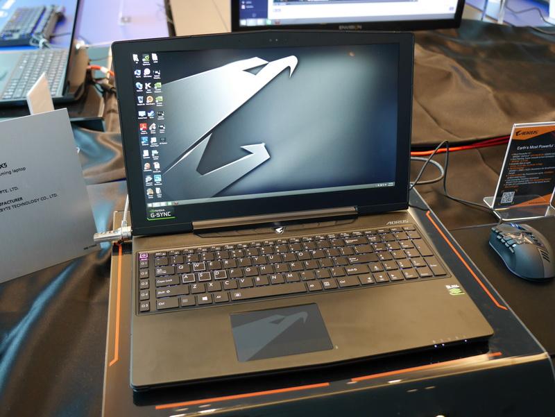 GeForce GTX 965M 2チップのSLI構成を実現する15.6型ゲーミングノート「AORUS X5」