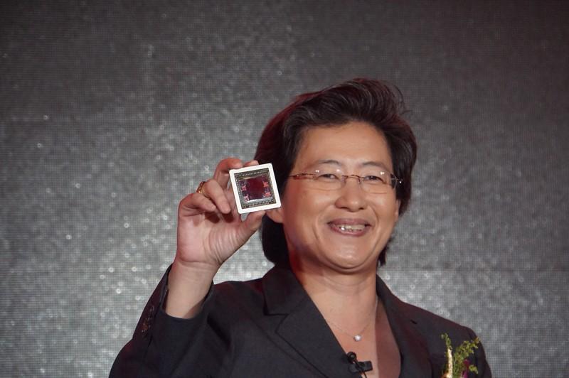HBMをオンダイ搭載したGPUを公開するAMD CEOのリサ・スー氏