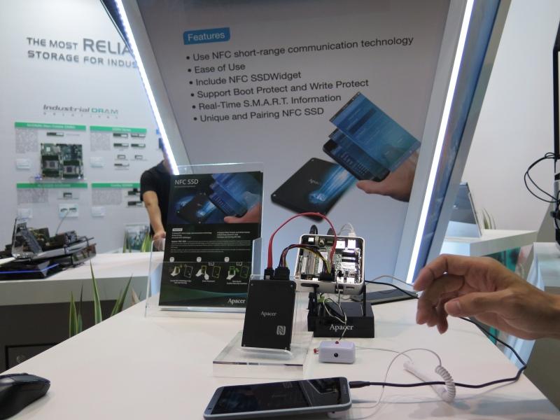 NFC搭載SSDの展示