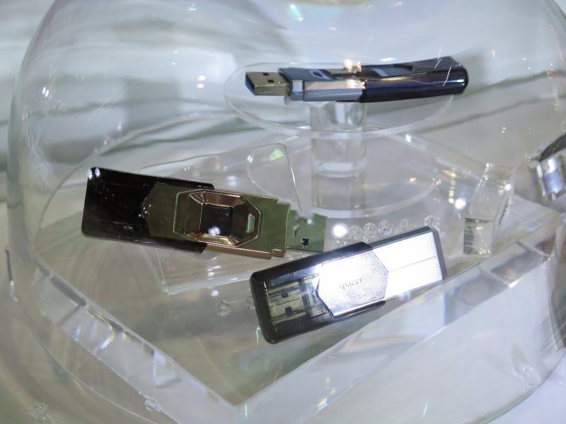 指紋センサー付きのUSBメモリ