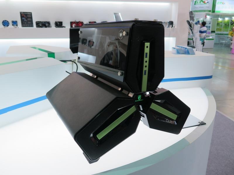NVIDIAバージョンもあるのだが、これはNVIDIA製ビデオカードが入った完成システムとして売らないとダメだそう