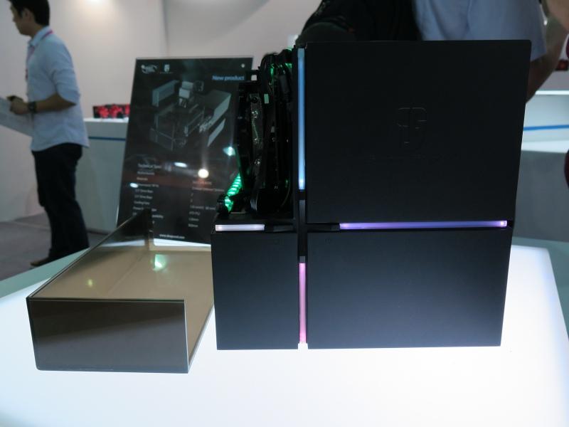 ビデオカードだけが見えるキューブ型Mini-ITXケース。前面のLED色も変更可能