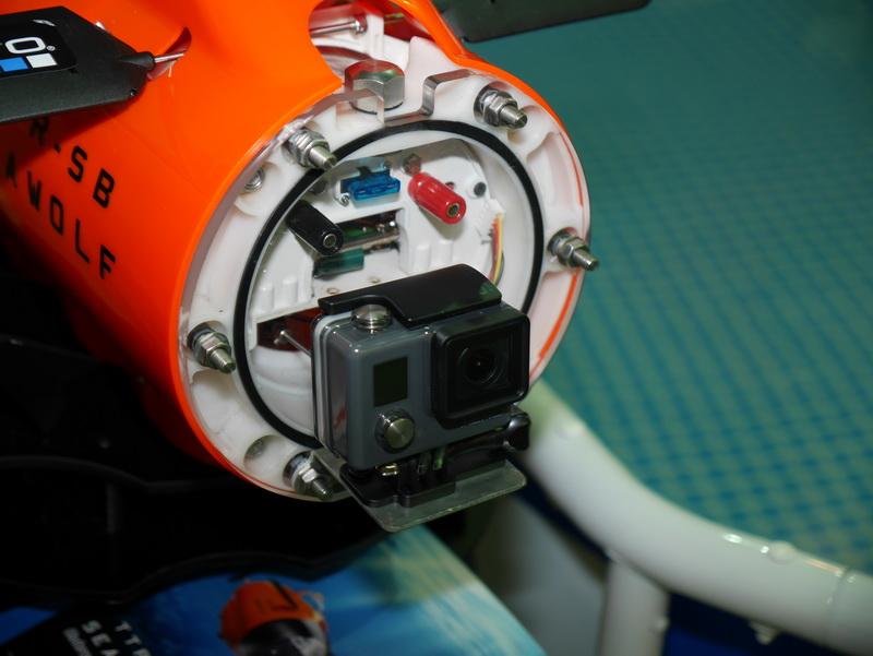 前方の透明アクリルドーム内に、GoPro装着用のマウンタを標準で設置。手持ちのGoProを装着するだけで水中撮影が可能