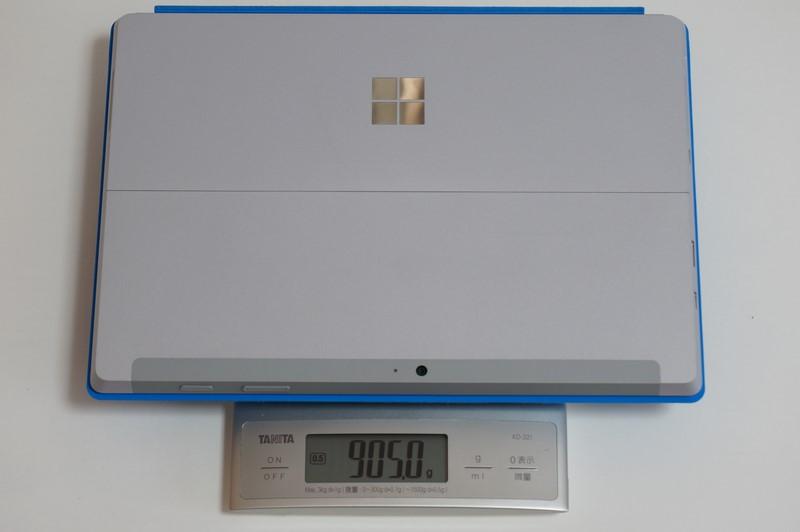 本体とType Coverを合わせた総重量は実測905g。気軽に毎日バッグに入れて持ち出せる重量だ