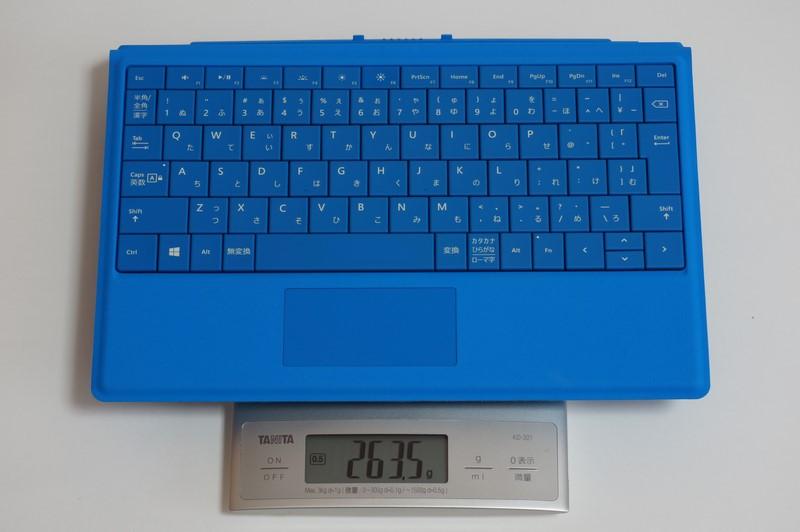 重量は実測263.5g。磁石が内蔵されているためか、端子側に重さが集中している