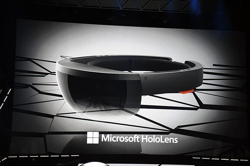 Windowsイベントで発表され、Buildなどでもデモンストレーションされたホログラムスクリーンと仮想タッチインターフェイスを備える「Microsoft HoloLens」