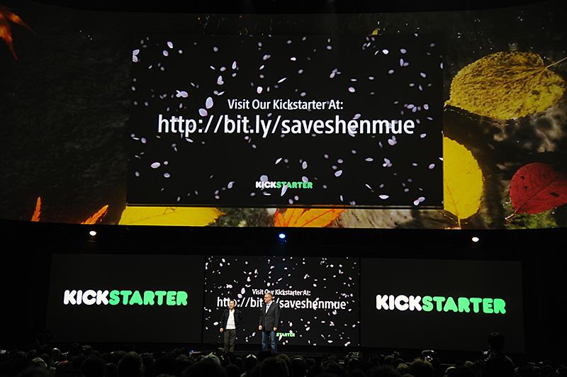 Kickstarterで開発資金を募る「シェンムー3」。鈴木裕氏も登壇し、スタンディングオベーションで迎えられた。目標額は200万ドル(2.5億円)だが、既に130万ドル近い出資が集まっている