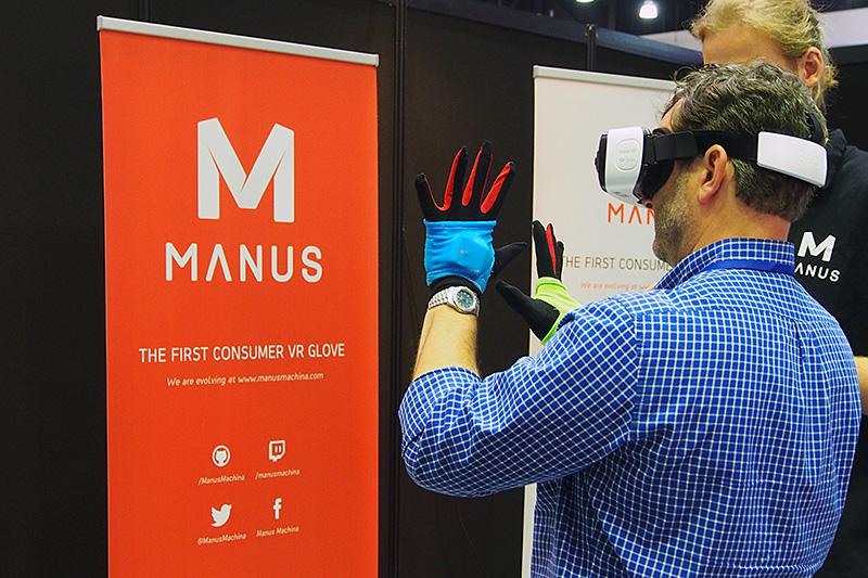 コンシューマー向け初を謳うVR対応のグローブ型入力装置。手の位置や、指の開き具合などを認識して、VR空間に反映させる