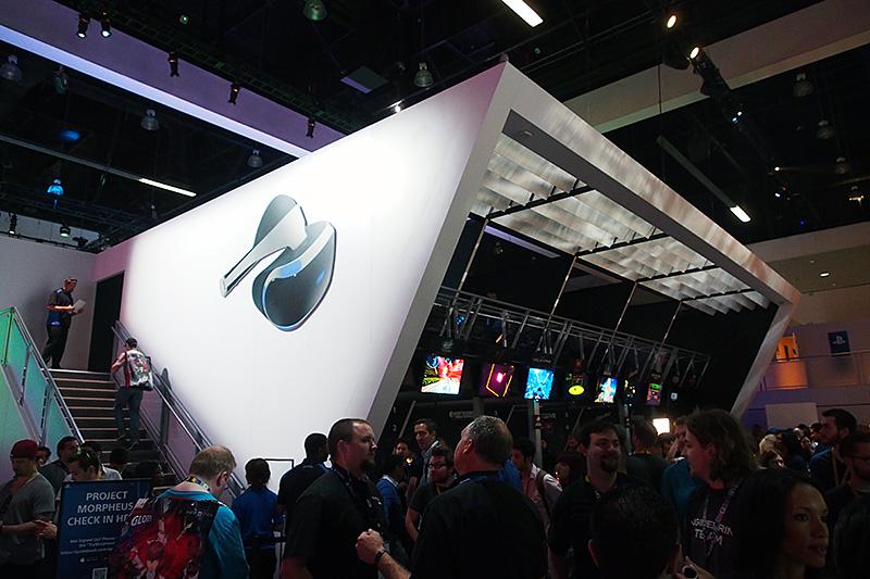 Sony Computer Entertainmentのブースの「Project Morpheus」のエリア。体験エリアは1階と2階の両方に設置されている。一般向けエリアは予約制で体験ができる