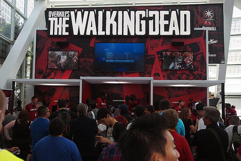 コンコースで行なわれているゾンビゲーム「OVERKILL'S THE WALKING DEAD」のデモンストレーションもVRタイプ