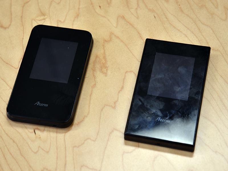 前モデル(左)のMR03LNと大きさを比較。寸法はほぼ変わらないが、MR04LNの方が幅が1mm小さい