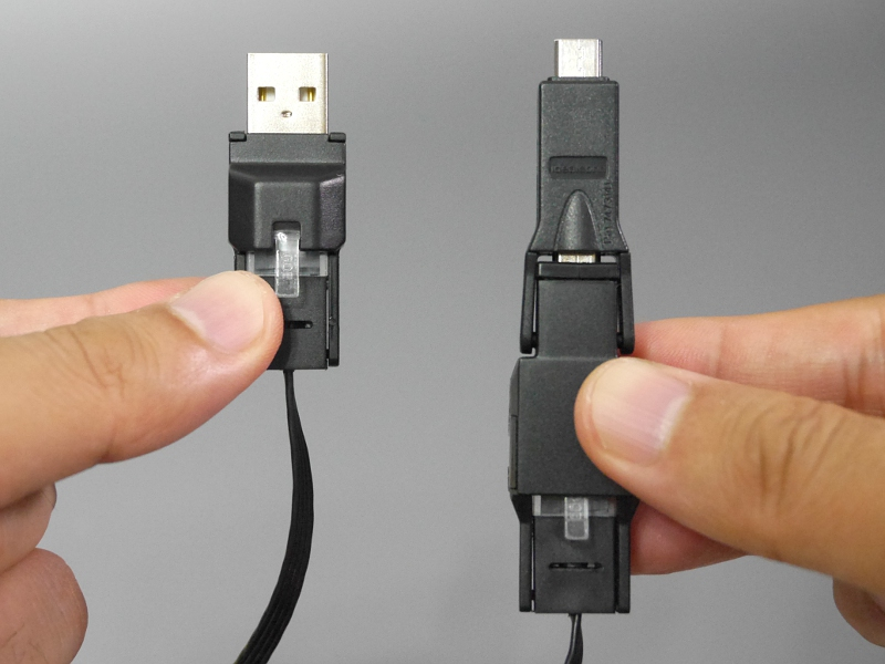 Micro USBケーブルとして使う場合のコネクタ。左がUSB(Type-A)、右がMicro-B