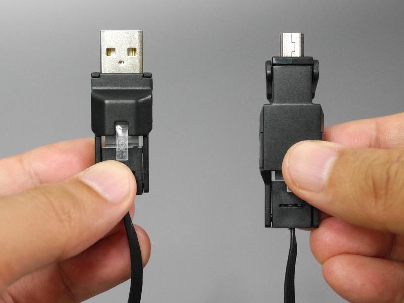 Mini USBケーブルとして使う場合のコネクタ。左がUSB(Type-A)、右がMini-B