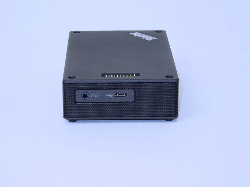 短辺側に充電用Micro USBと音声入力