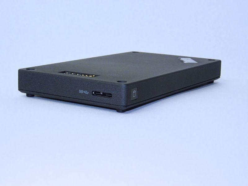 短辺側にMicro USB 3.0