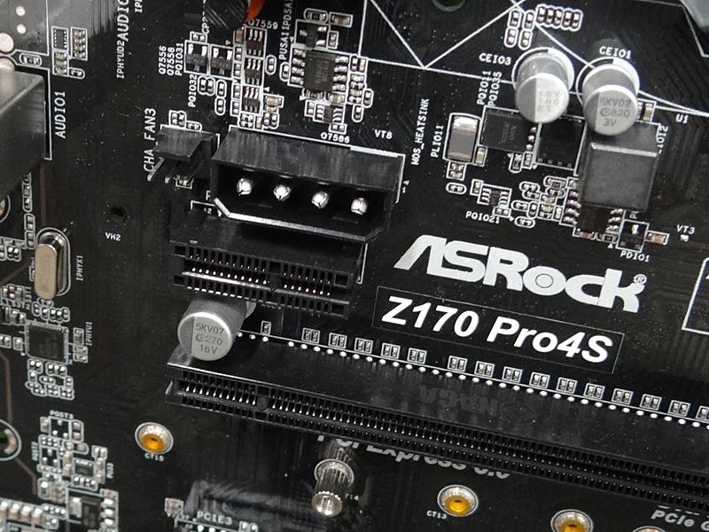 PCI Express x1スロットはエッジフリーとなっている