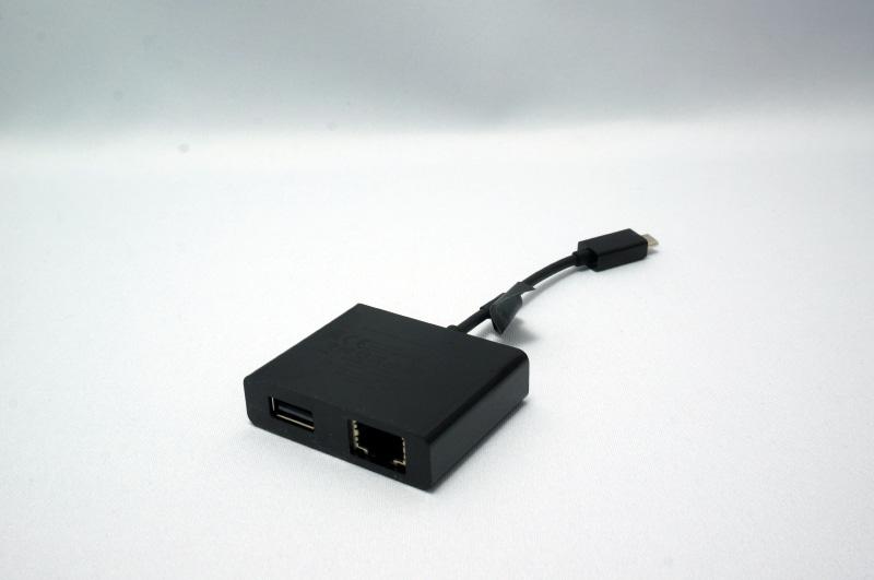 HDMIとミニD-Sub15ピンに接続できるアダプタ