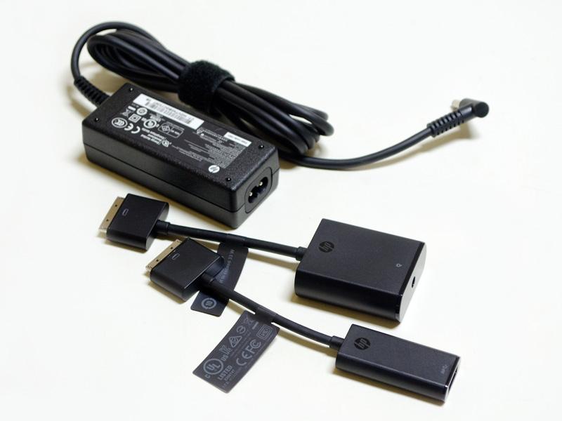 付属のACアダプタなど。ACアダプタのコネクタは同社にしては珍しくメガネタイプだ。ドッキングコネクタ用の電源入力変換とUSB変換アダプタ