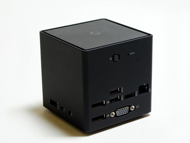 裏/右。裏にUSB 3.0×3、Gigabit Ethernet、DisplayPort×2、ミニD-Sub15pin。右にUSB 3.0(Powered USB)、音声入出力。中央上付近に電源スイッチ