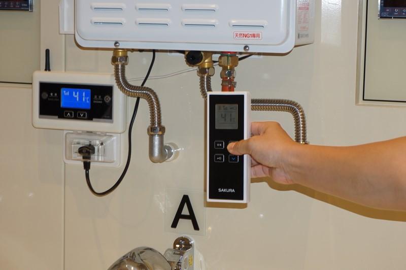 台湾サクラのワイヤレスガス給湯器コントローラ。現在は特殊な無線を使っているが将来的にはWi-Fiなどを使ってできるようにしたいという