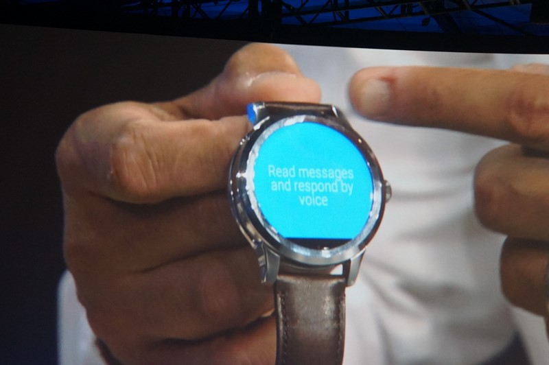 IntelがFossilと共同で開発したAndroid Wearのスマートウォッチ