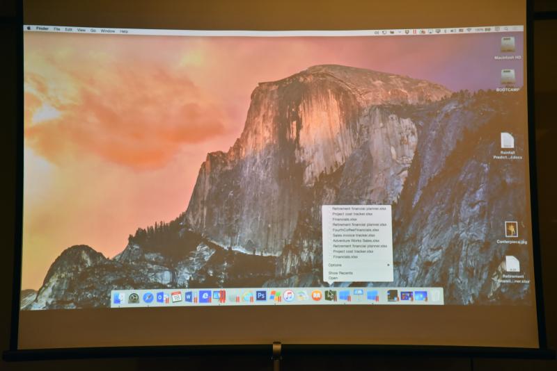 仮想で動いているWindows 7上のExcelがDockに表示されているが、Macのアプリと同じように「最近使ったファイル」のリストが表示される
