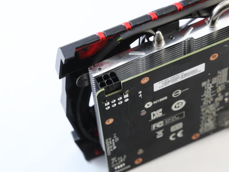 補助電源コネクタは6ピン1系統