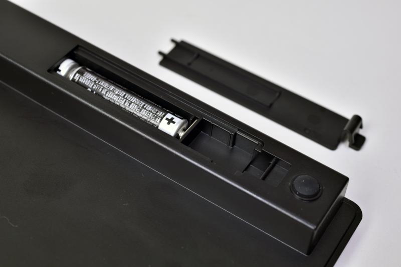 単4乾電池を2本で動作。公称の連続作業可能時間は360時間