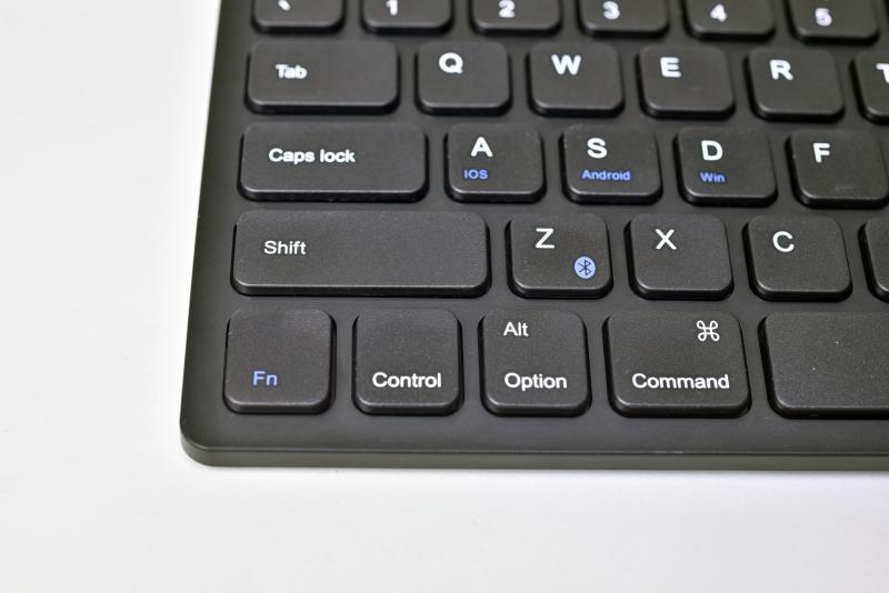 左シフトキー隣のZキーがペアリングボタンを兼ねている。左下にある「Fn」キーと一緒に押すとペアリングが始まる