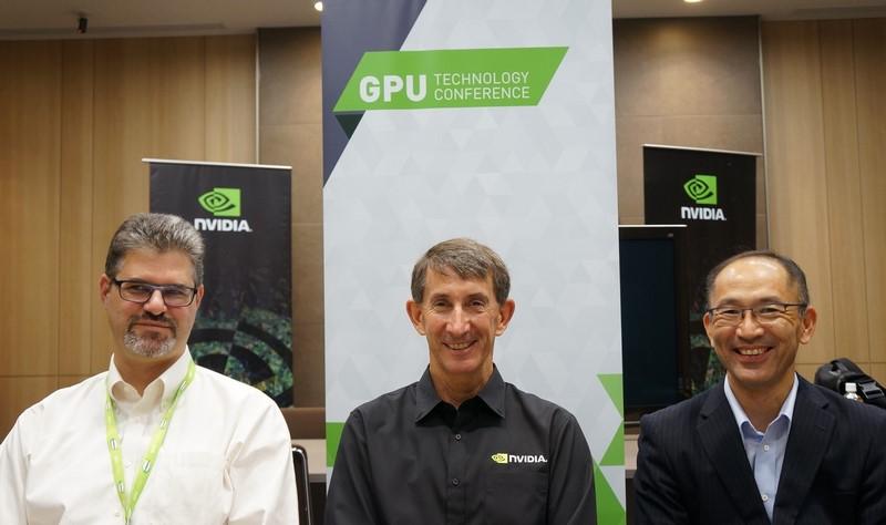 質疑応答に参加した担当者。左からNVIDIAのJohn Ashley氏、中央がNVIDIAのMarc Hamilton氏、右が日本IBMハイエンドシステム事業部の笠毛知徳氏