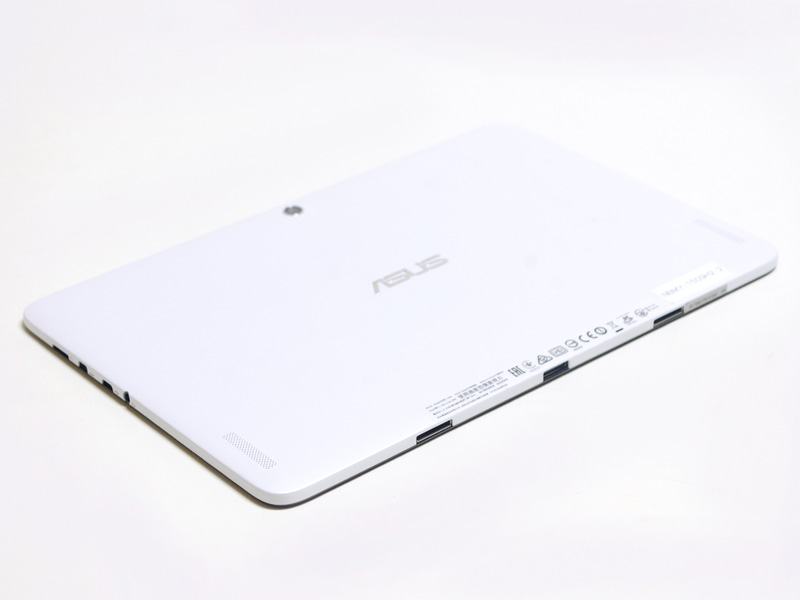 右側面にmicroSDカードスロット、Micro HDMI、Micro USB(充電兼)、音声入出力。下側面にシステムコネクタ