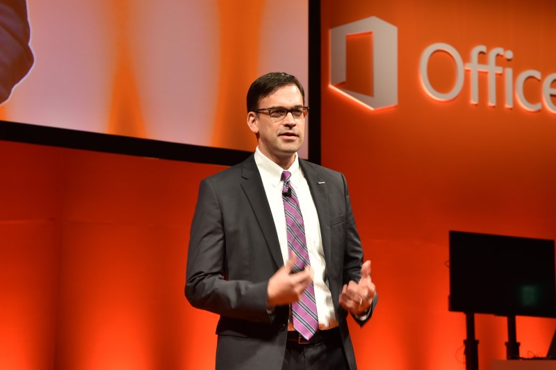 Office 2016の説明会では、日本マイクロソフト株式会社 代表執行役社長の平野拓也氏が登壇した