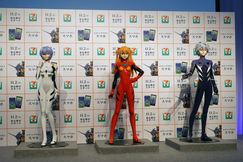 展示されていたレイ、アスカ、カヲルくんの等身大フィギュア。各15体限定で販売され、価格は1,728,000円となる